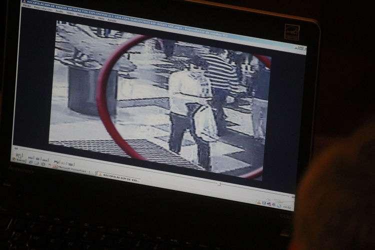 En el Centro de Justicia se presentaron las principales pruebas para inculpar a los tres sospechosos por los atentados en el metro. Finalmente dos de ellos quedaron en prisión preventiva y Durán con arresto domiciliario nocturno. Foto: UPI