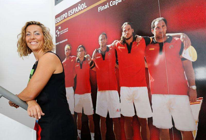 Spain's new Davis Cup captain, former women's Tour player Gala Leon poses for photographers after attending a news conference in the Andalusian capital of Seville September 23, 2014. Foto: Marcelo del Pozo/Reuters