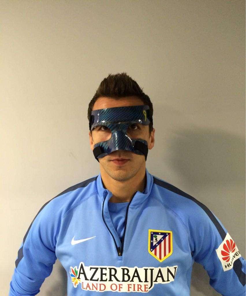Mario Mandzukic, con la máscara. Foto: @MarioMandzukic9