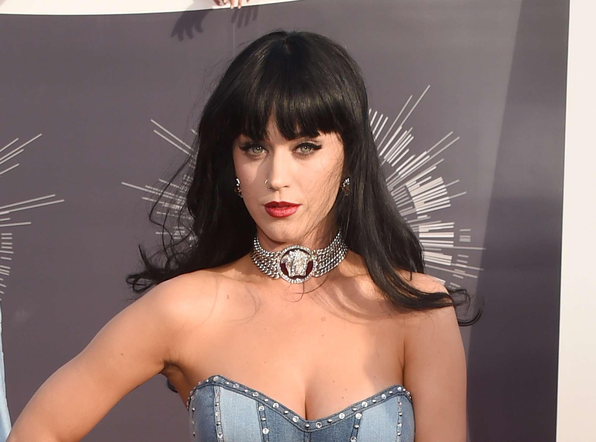 Katy investiu em longo com franja na altura da sobrancelha para comparecer ao Video Music Award em 2014 Foto: Jason Merritt/Getty Images