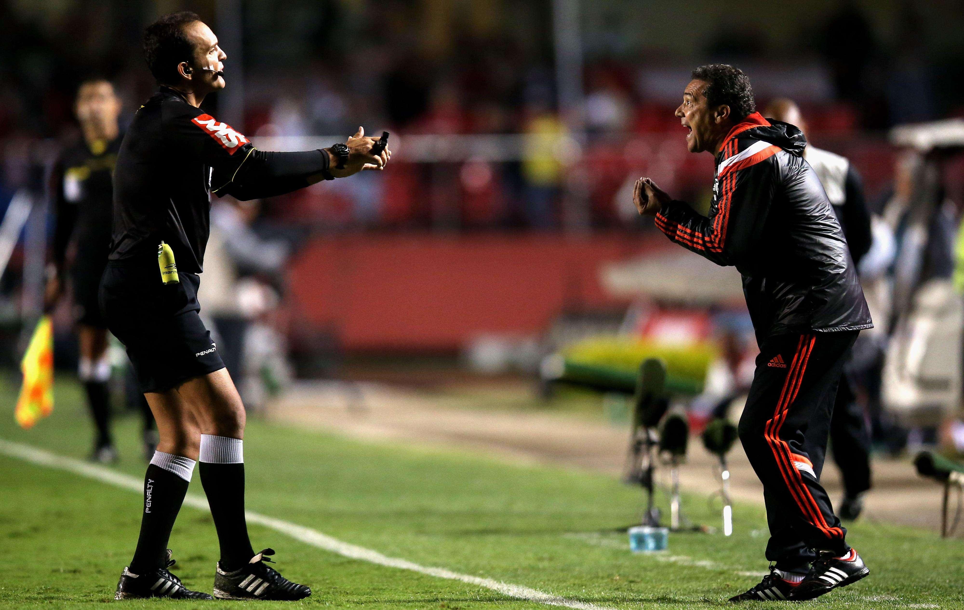 Luxemburgo reclama de árbitro Andre Luiz de Freitas Castro Foto: Friedemann Vogel/Getty Images