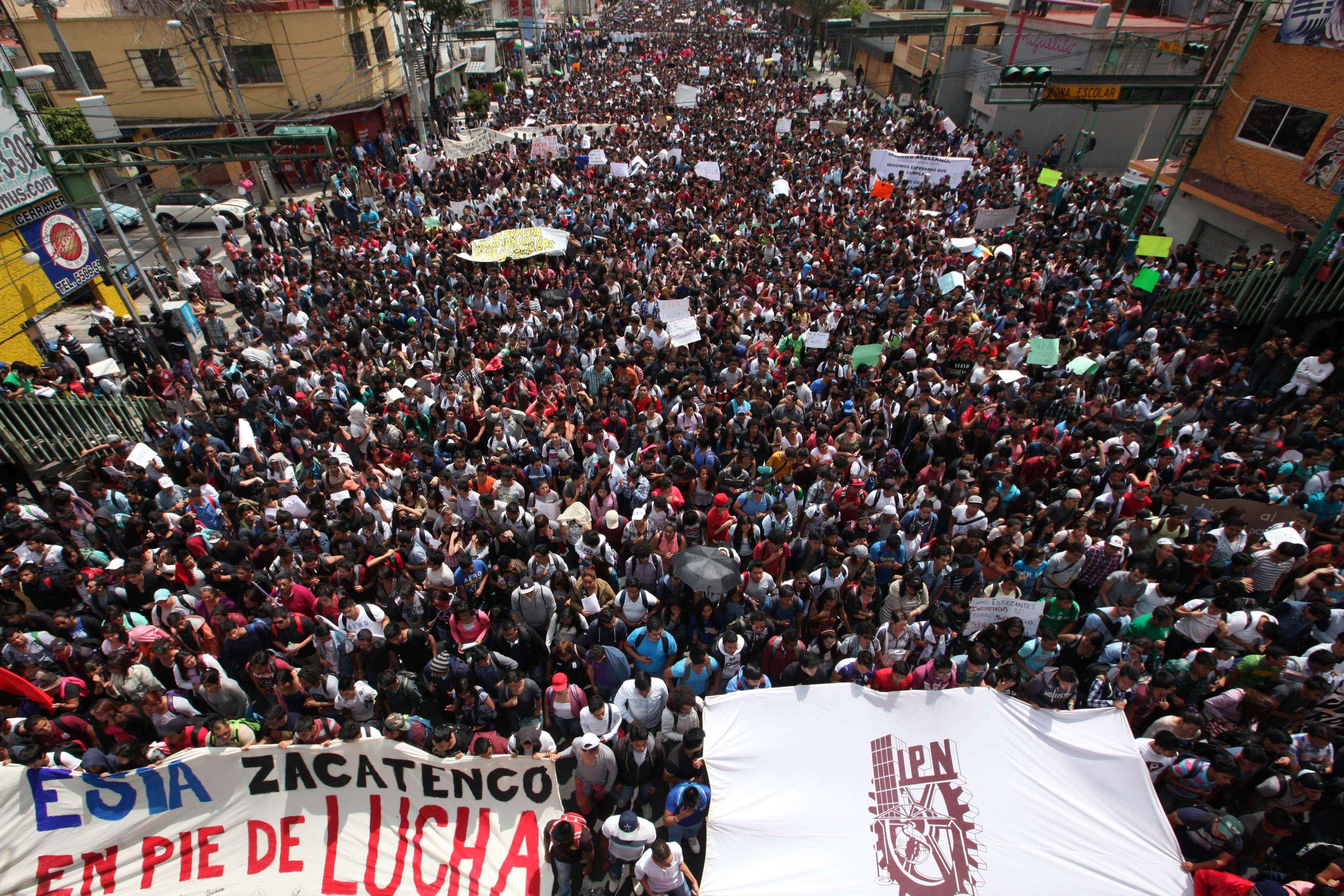 Estudiantes del Instituto Politécnico Nacional, (IPN), tomaron las calles del Distrito Federal para protestar contra una reforma al Reglamento Interno de esa casa de estudios. Foto: Terra