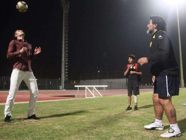 El delantero holandés estuvo con Maradona. Foto: Twitter Robin van Persie