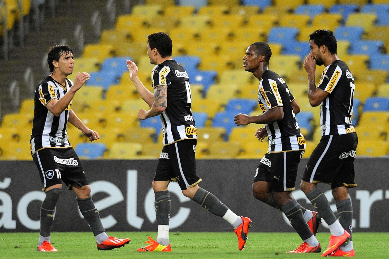 Botafogo abriu o placar com gol de Bolívar de cabeça Foto: Dhavid Normando/Futura Press
