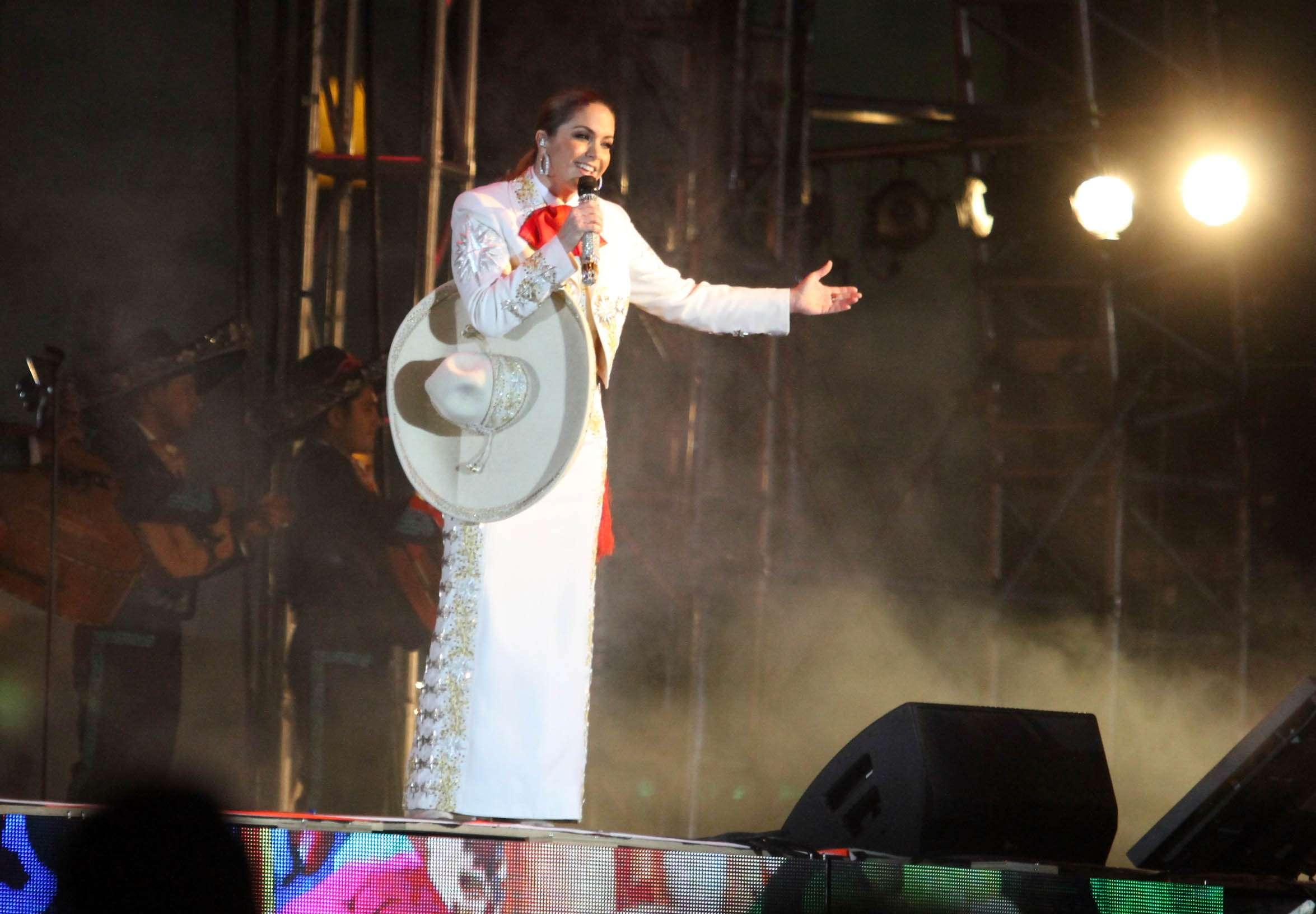 Lucero prepara disco ranchero Foto: Notimex