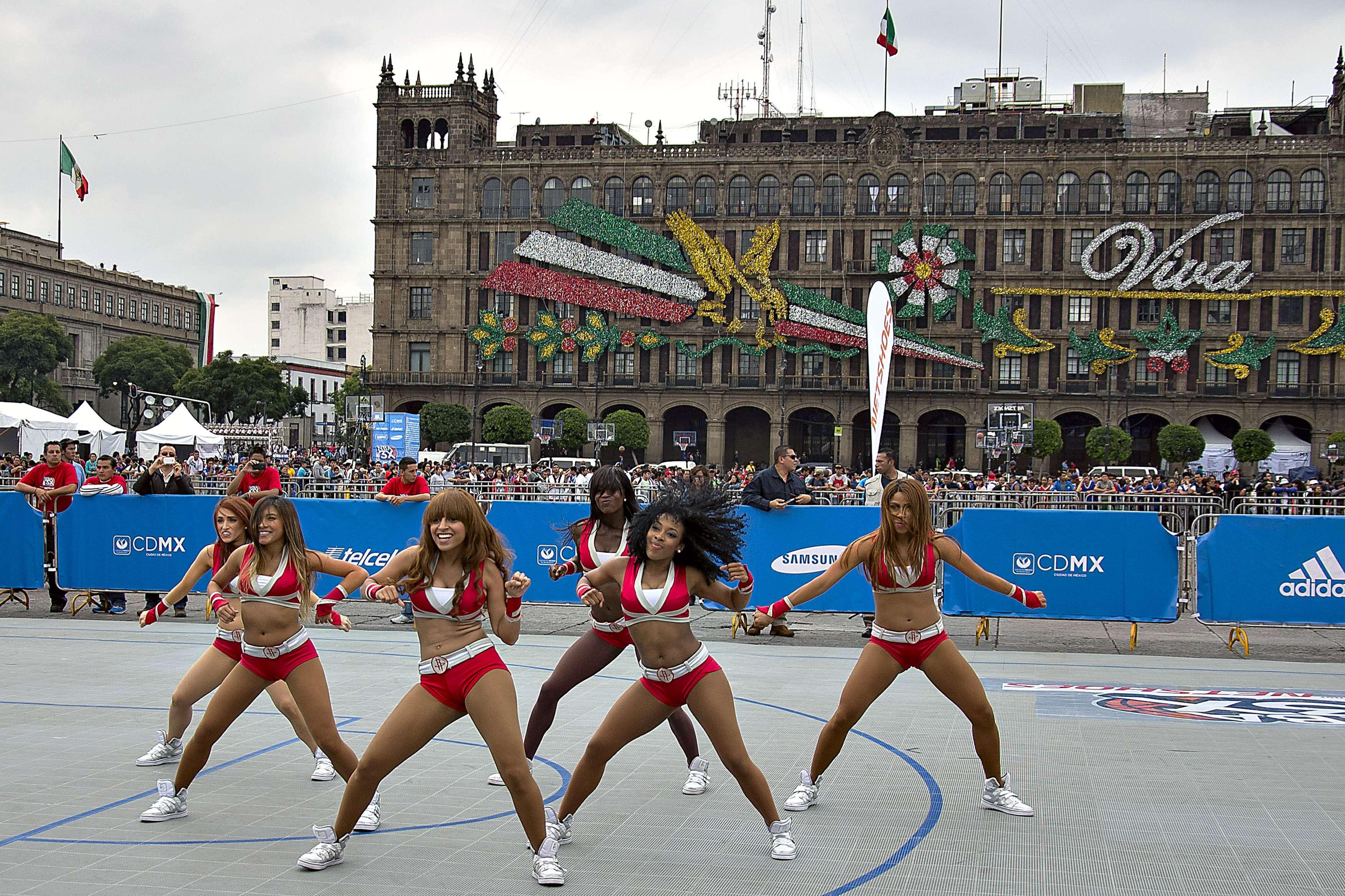 Zócalo de la Ciudad de México alberga actividades NBA. Foto: Mexsport