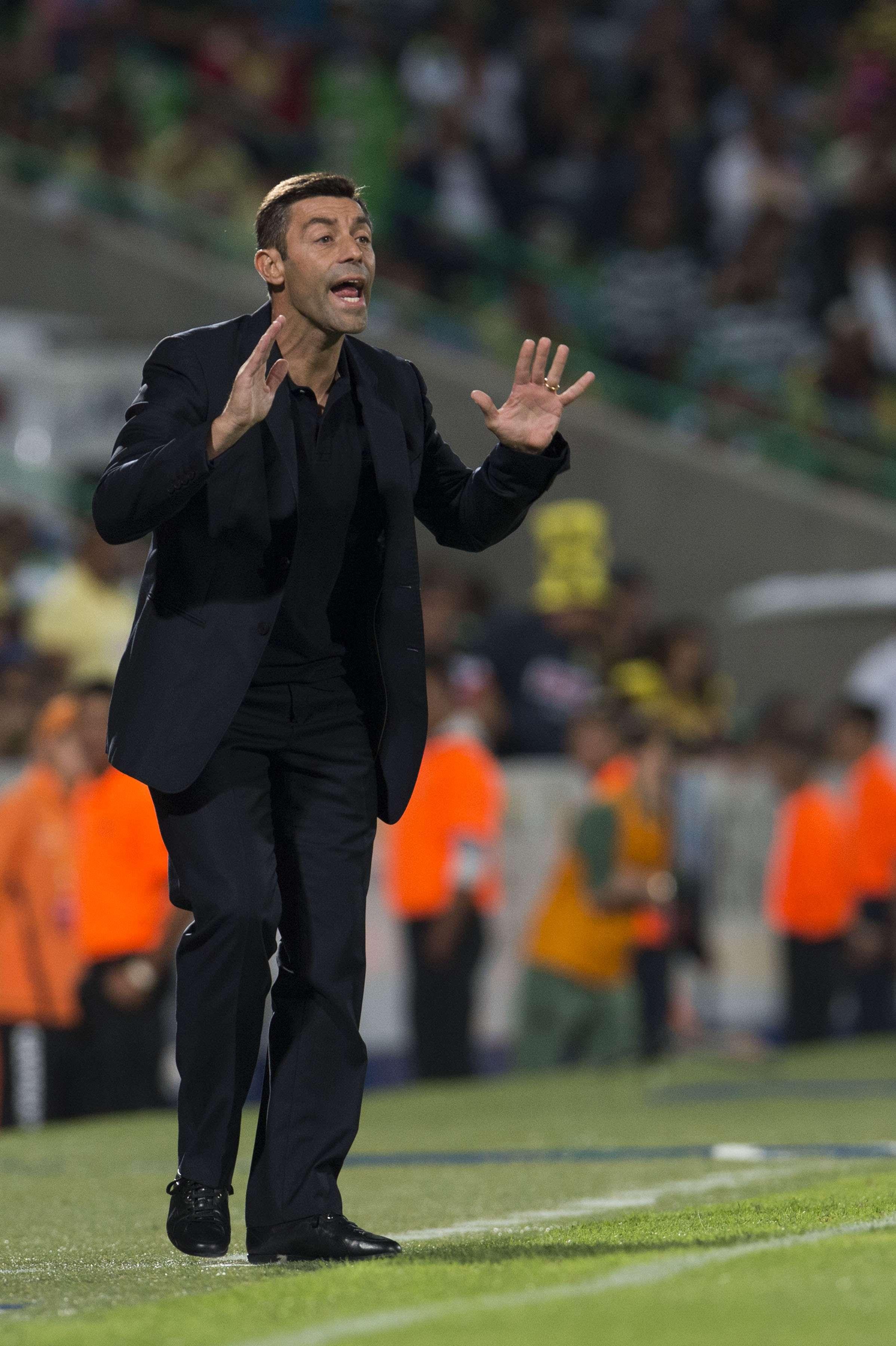 Pedro Caixinha, director técnico de Santos Laguna en el juego de morbo ante el América. Foto: Mexsport