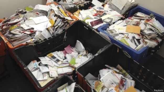 Ele acumulou as encomendas, que nunca chegaram a seus destinatários, durante nove anos Foto: BBC/Reuters