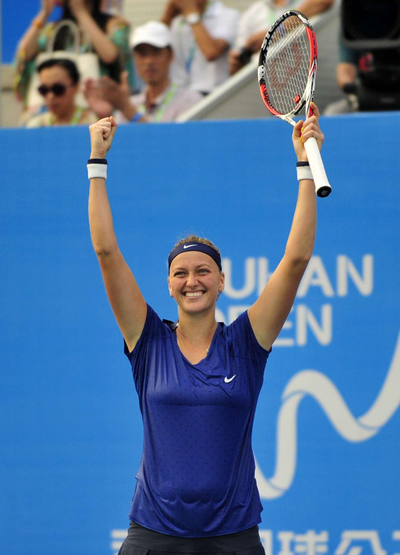 Petra Kvitova conquistó el Abierto de Wuhan en China para asegurarse un puesto en el Campeonato WTA. Foto: AP