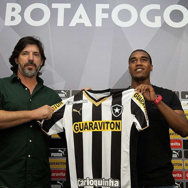 Murilo foi criticado por torcedores na internet após apresentação no Botafogo Foto: Reprodução