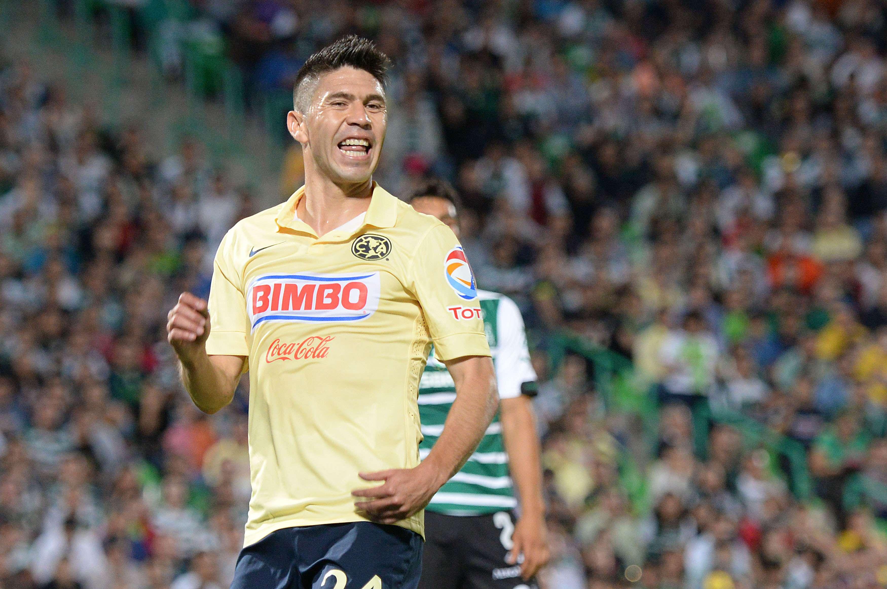 Oribe fue incapaz de anotarle a Santos. Foto: Mexsport