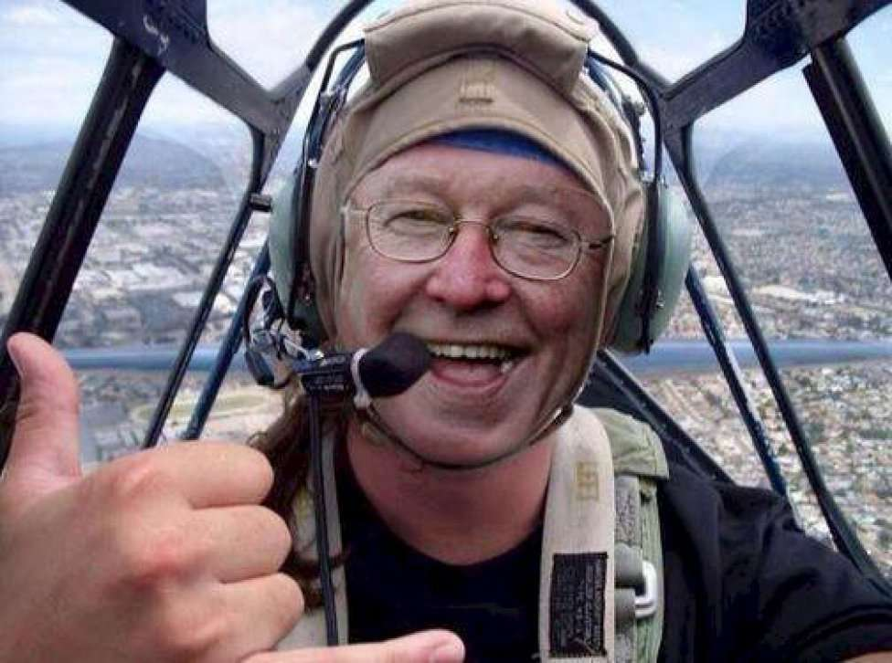 Foto montaje publicada en Twitter. Alex Ferguson aparece pilotando la avioneta. Foto: Twitter