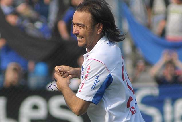 Álvaro Recoba volvió a marcar un golazo. Foto: Tenfield.