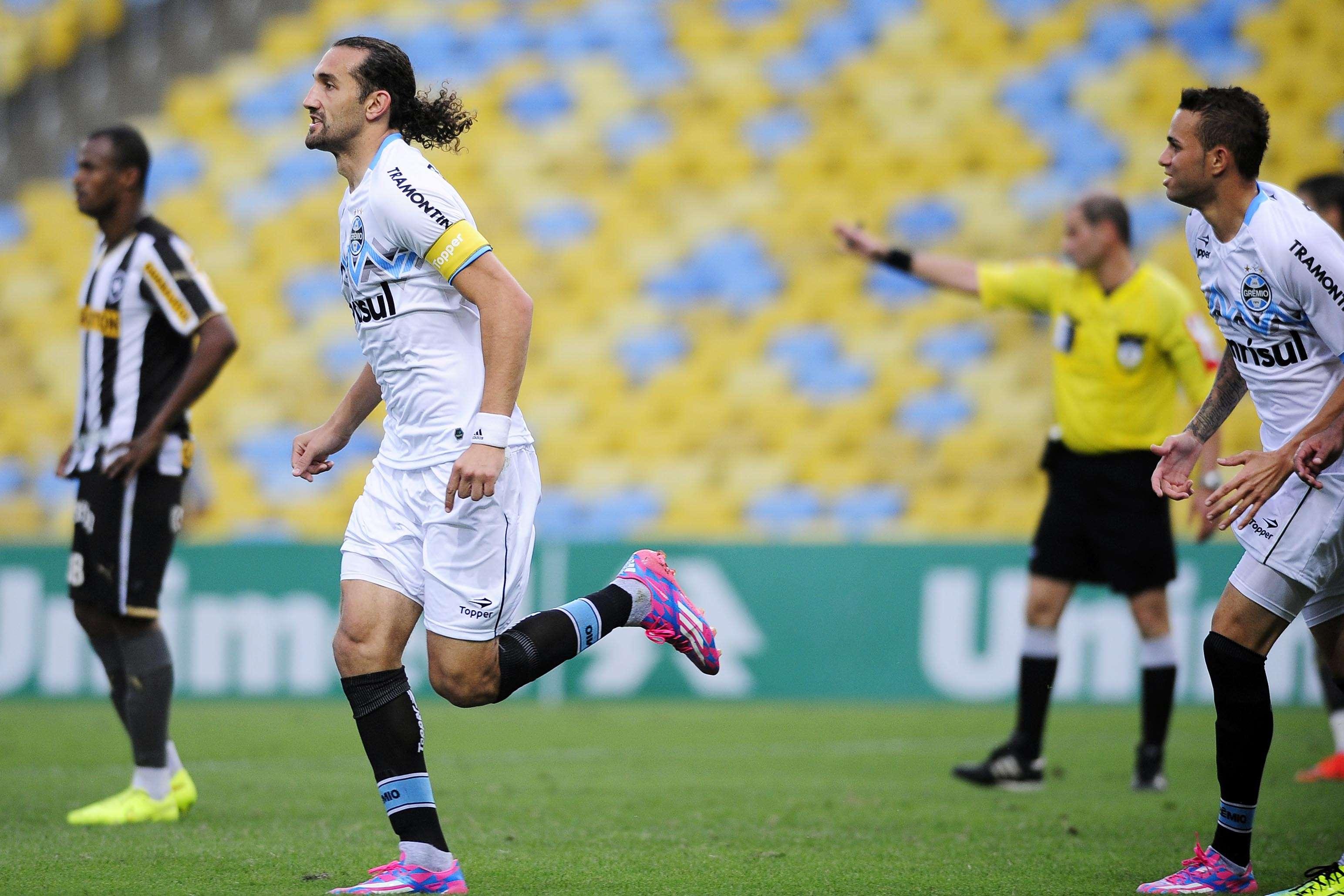 Barcos fez os dois gols do Grêmio facilmente Foto: Dhavid Normando/Futura Press