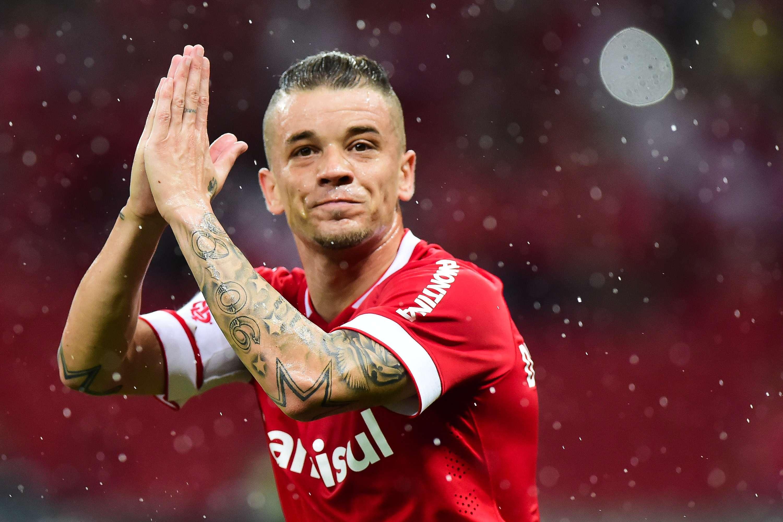 D'Alessandro agradece torcida após marcar gol Foto: Vinicius Costa/Futura Press