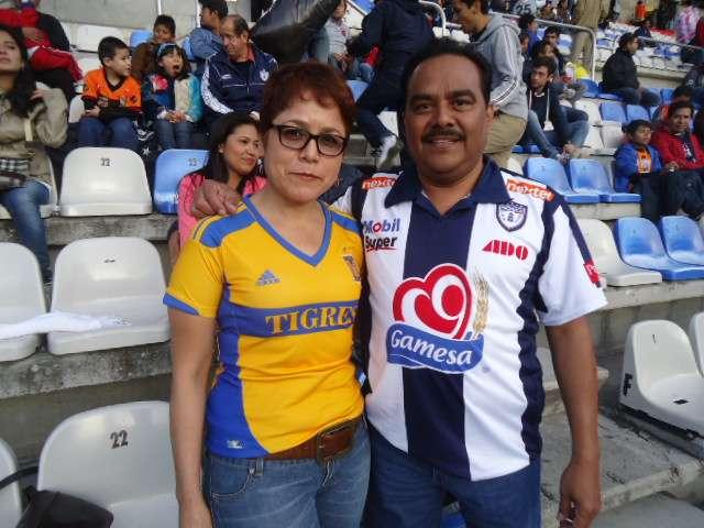 Aficionados de Pachuca y Tigres asistieron al Hidalgo a apoyar a sus respectivos equipos, en duelo en el que los felinos se impusieron 3-2 a los Tuzos. Foto: Terra