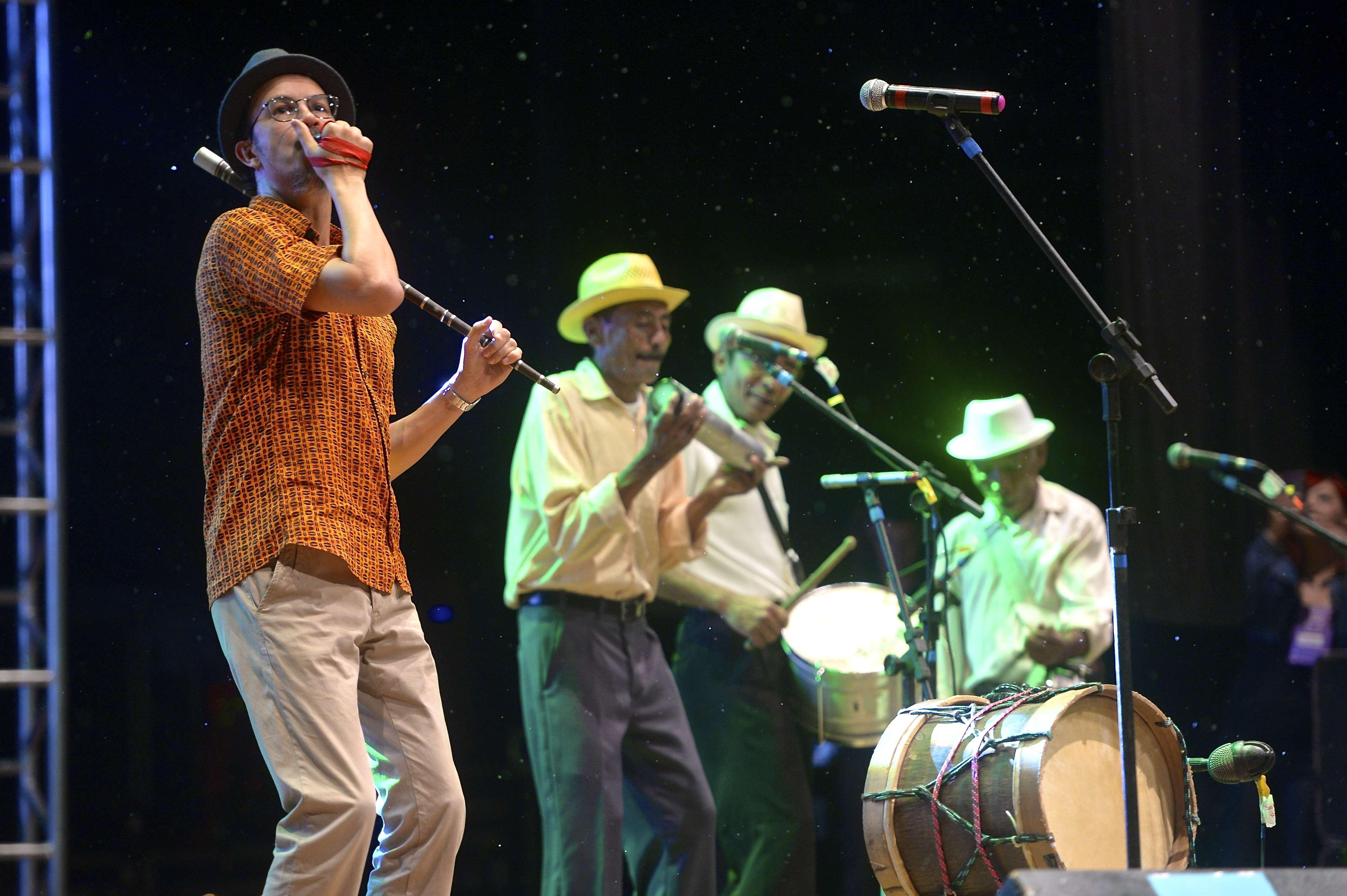 Siba e a Fuloresta se apresentaram no Figo 2014, em Goiânia Foto: Osmar Portilho/Terra