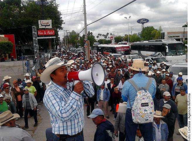 Protestan campesinos Foto: Agencia Reforma