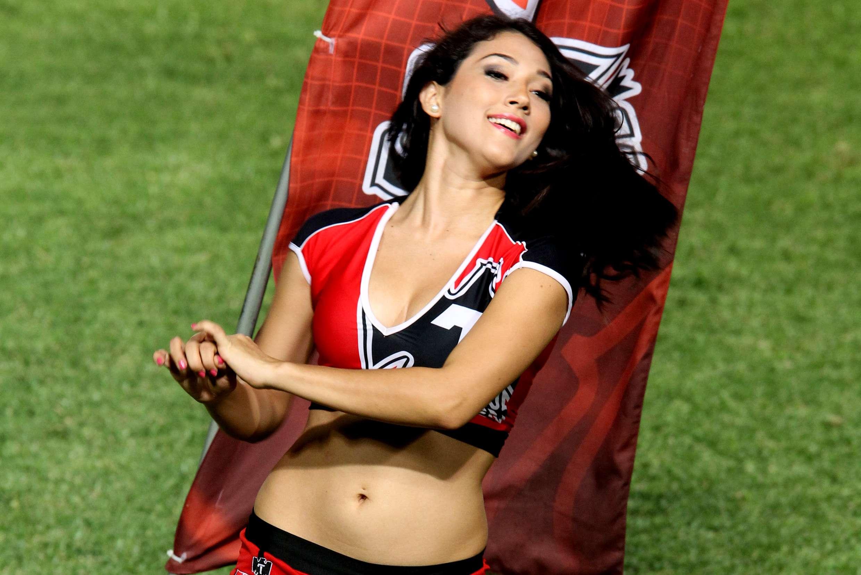 Hermosas y sensuales edecanes animaron a la afición que asistió a los estadios, en los partidos de la jornada 10 del torneo Apertura 2014 de la Liga MX. Foto: Imago7