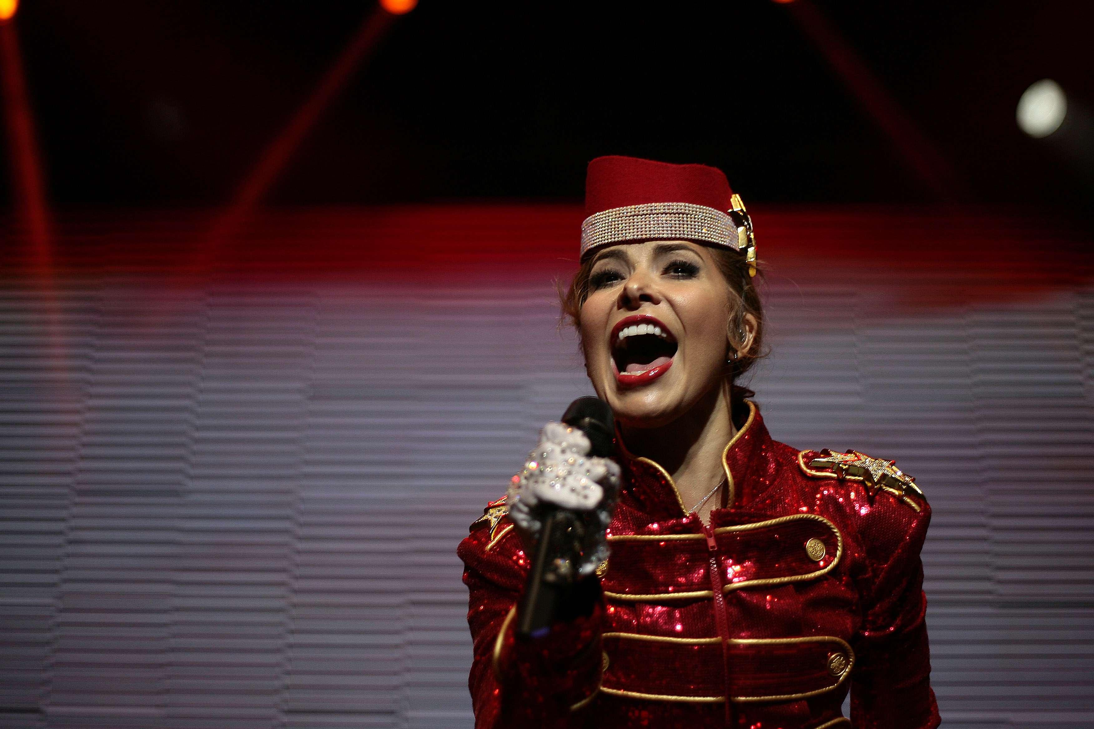 """La cantante mexicana Gloria Trevi llegó hasta el Teatro Caupolicán, ubicado en calle San Diego, para presentar su show """"De Pelicula Tour"""", donde sorprendió por sus cambios de vestimenta - en especial - por uno de paquita, que trajo a la memoria a la brasileña Xuxa ¡Mira las fotos! Foto: Agencia uno."""