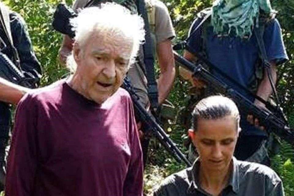 Dos alemanes secuestrados por el grupo islamista filipino Abu Sayyaf clamaron ayuda a los Gobiernos de Alemania y Filipinas. Foto: AFP en español