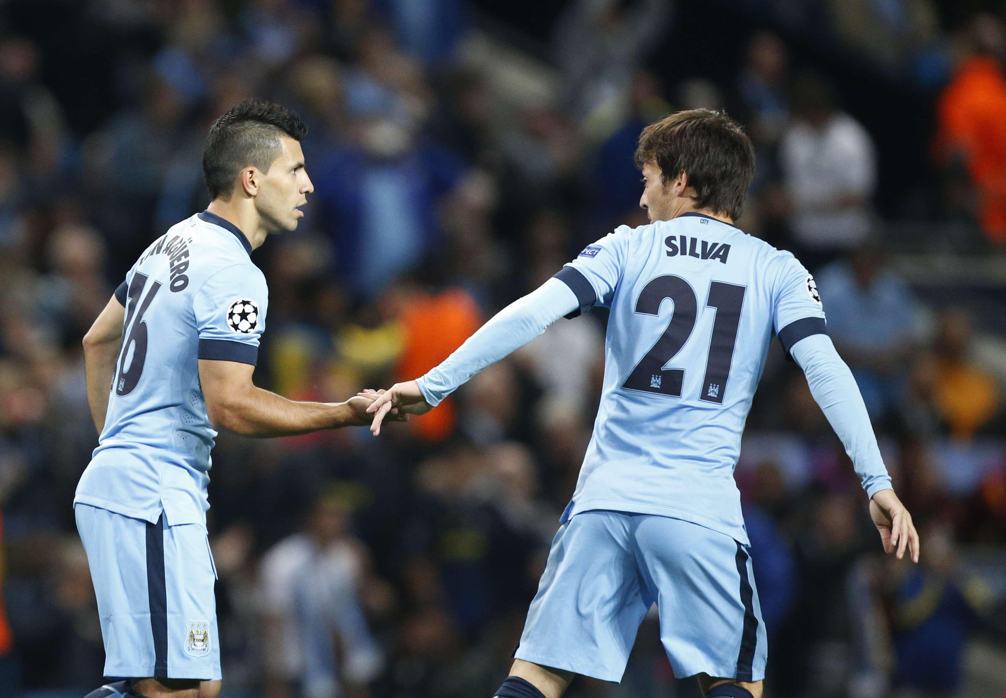 Aguero festeja gol com David Silva Foto: Jon Super/AP