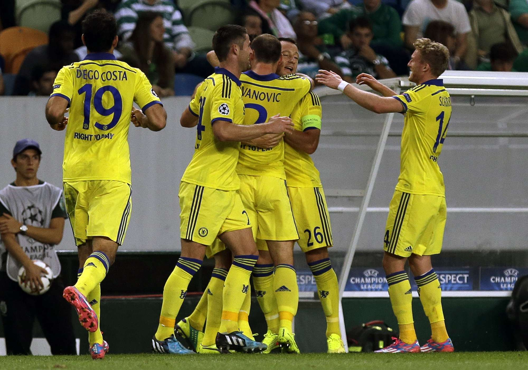 Jogadores do Chelsea comemoram gol de Matic em duelo com o Sporting Foto: Francisco Seco/AP