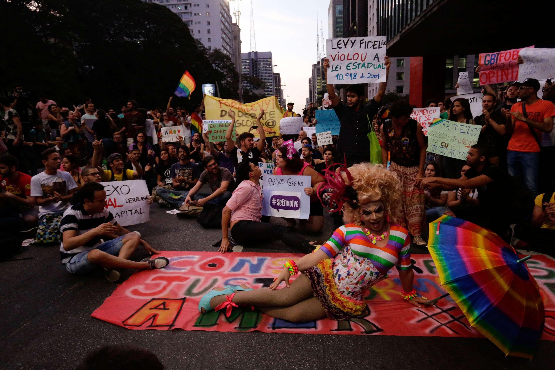 Manifestantes chegaram a fechar a avenida Paulista durante o ato