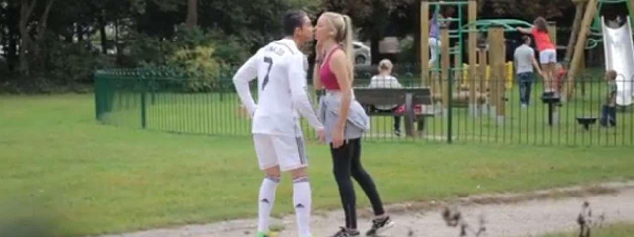 Un aficionado se hace pasar por Cristiano Ronaldo para conquistar mujeres. Foto: Youtube