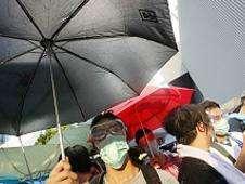 Manifestantes con paraguas Foto: BBC Mundo/Copyright