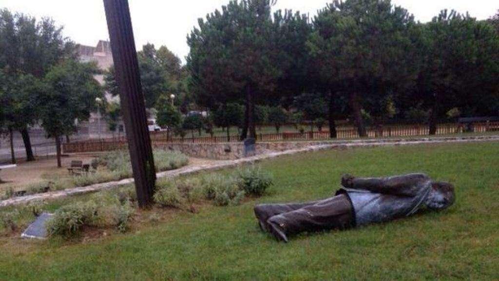 La estatua de Jordi Pujol derribada. Foto: @324cat