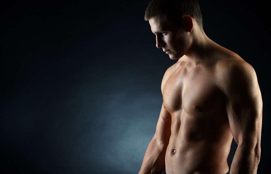 Você já alcançou o seu peso ideal, então, chegou a hora de definir os músculos. Para isso, é preciso caprichar na musculação. Mas não é só isso, já que da mesma forma que emagrecer, a hipertrofia muscular também depende de vários fatores, não só do exercício físico. Foto: Shutterstock