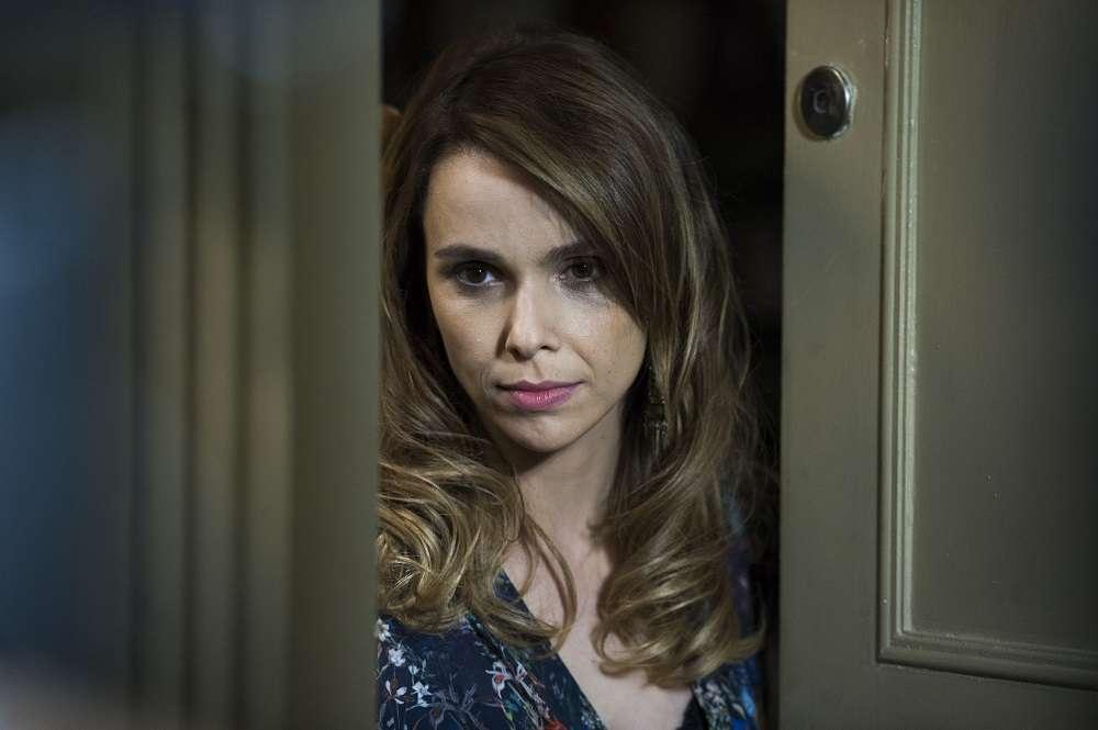 Débora Falabella alongou e clareou os fios para a série Dupla Identidade Foto: Globo/Estevam Avellar