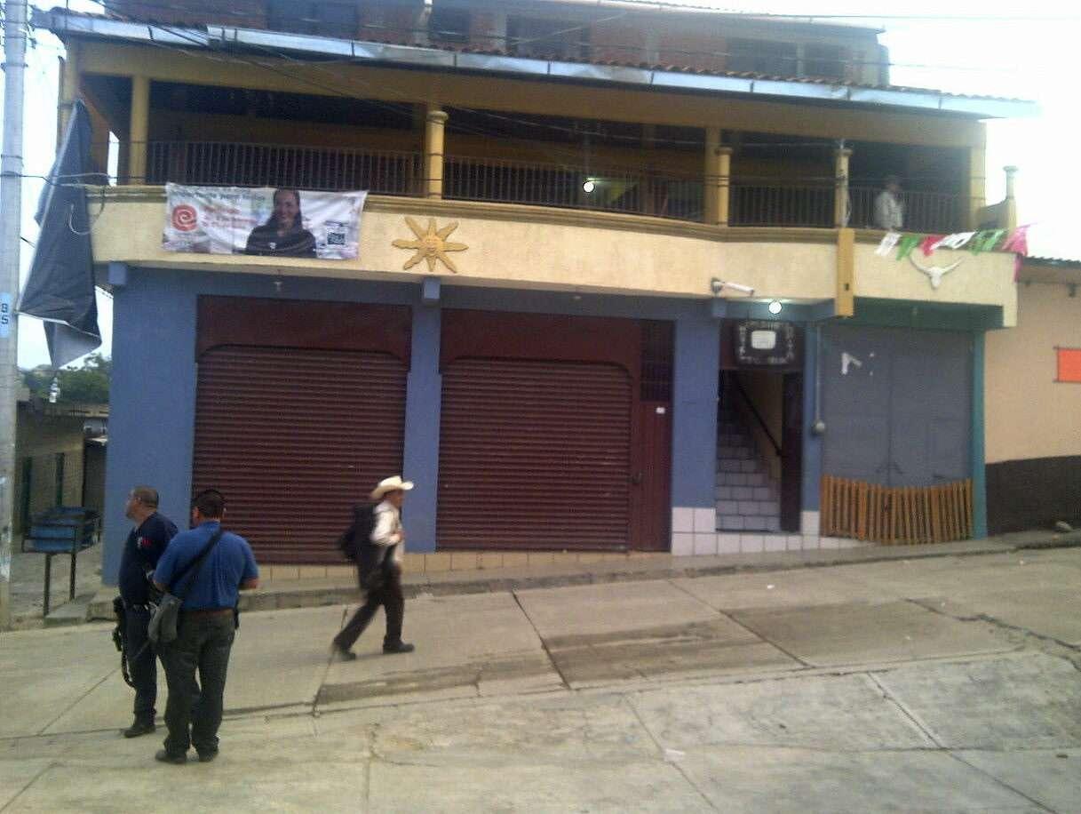 """Fotografía cedida por la Procuraduría de Michoacán hoy, lunes 29 de septiembre de 2014, de un hotel confiscado a Servando Gómez Martínez """"La Tuta"""", en el municipio de Tumbiscatío (México). Foto: EFE en español"""