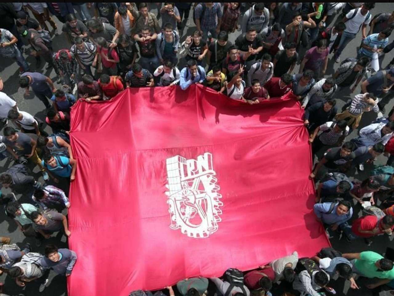 Los estudiantes marcharon el jueves pasado contra el nuevo reglamento interno Foto: Luis Castillo/Reforma