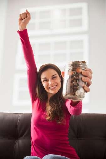 Busca formas de gastar menos: la clave es centrarse en las pequeñas cosas que puedes hacer, de modo que no sientas que no puedes gastar nada. Foto: Getty Images
