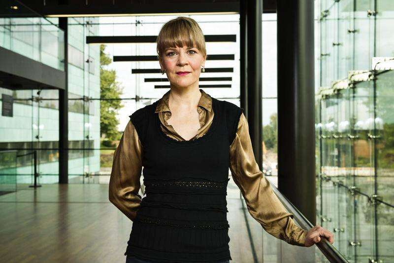 Finnish orchestra conductor Susanna Malkki poses in Helsinki in this September 2, 2014 photo provided by Lehtikuva. Foto: Roni Rekomaa/Reuters