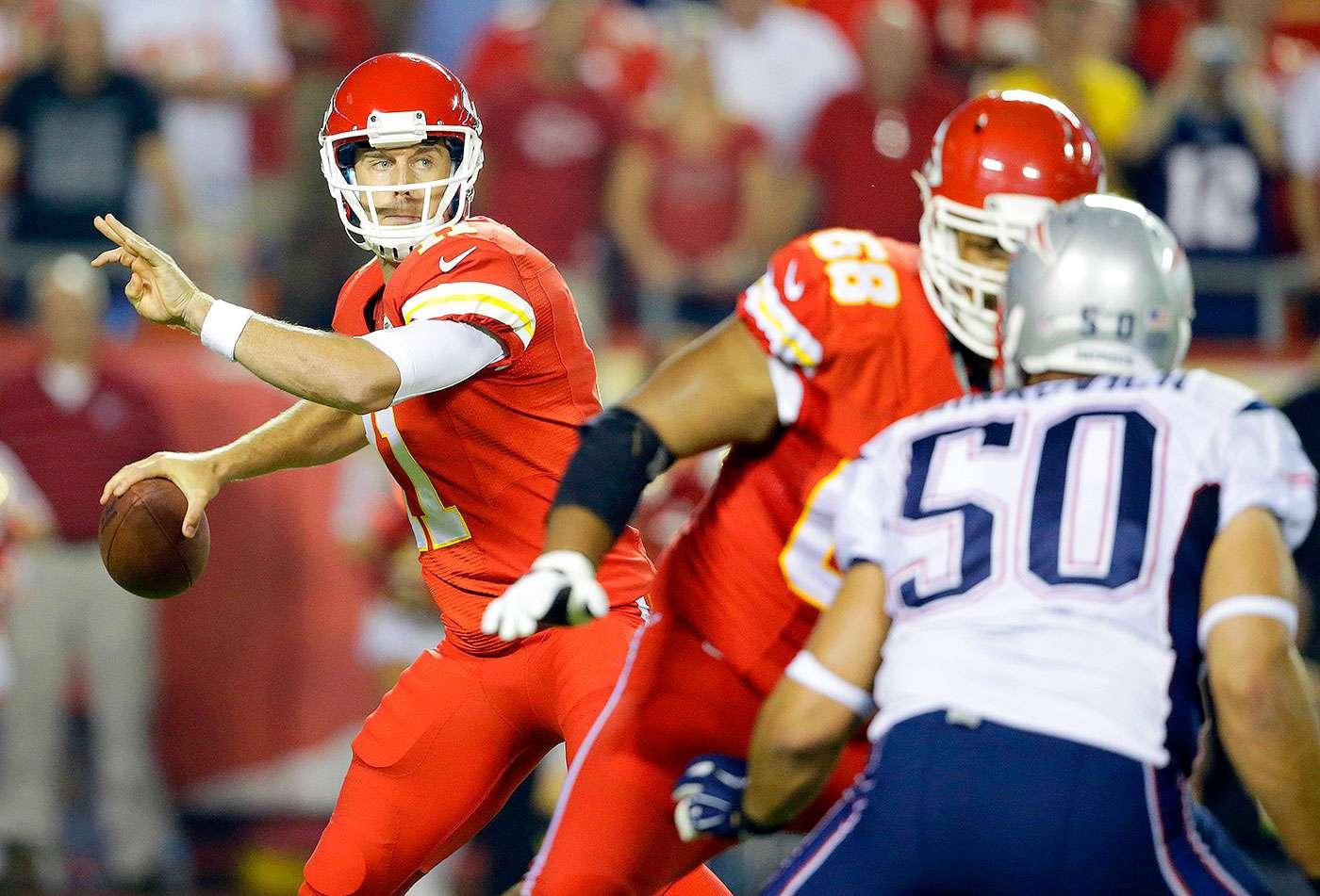 Jamaal Charles se recuperó de una lesión para aportar tres anotaciones, mientras que Tom Brady vio interceptados dos de sus envíos, en el duelo en que los Kansas City Chiefs dieron una campanada al triturar 41-14 a los New England Patriots en el cierre de la semana 4 de la NFL 2014. Foto: AP