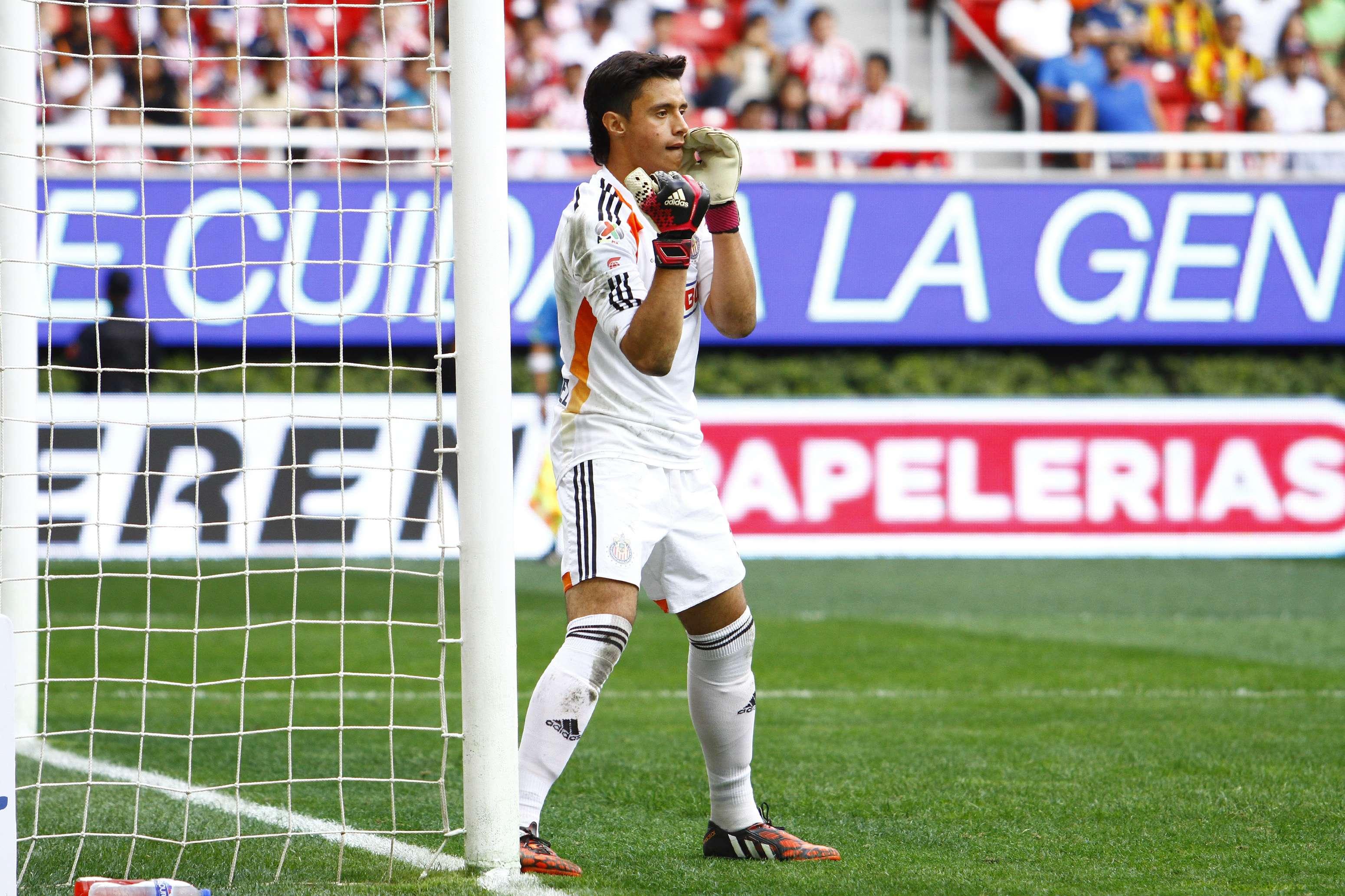 Toño Rodríguez es el portero titular de Chivas y tiene en la banca a Luis Michel. Foto: Imago7