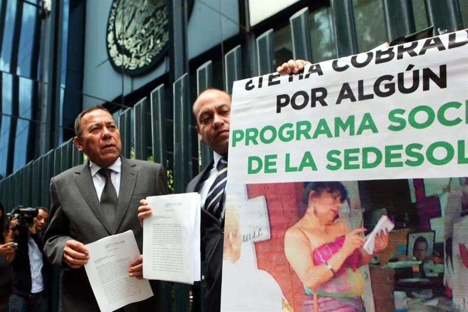 El PRD denunció ante la PGR a la Secretaria de Desarrollo Social, Rosario Robles, por posible desvío de recursos. Foto: Julio Candelaria/Reforma
