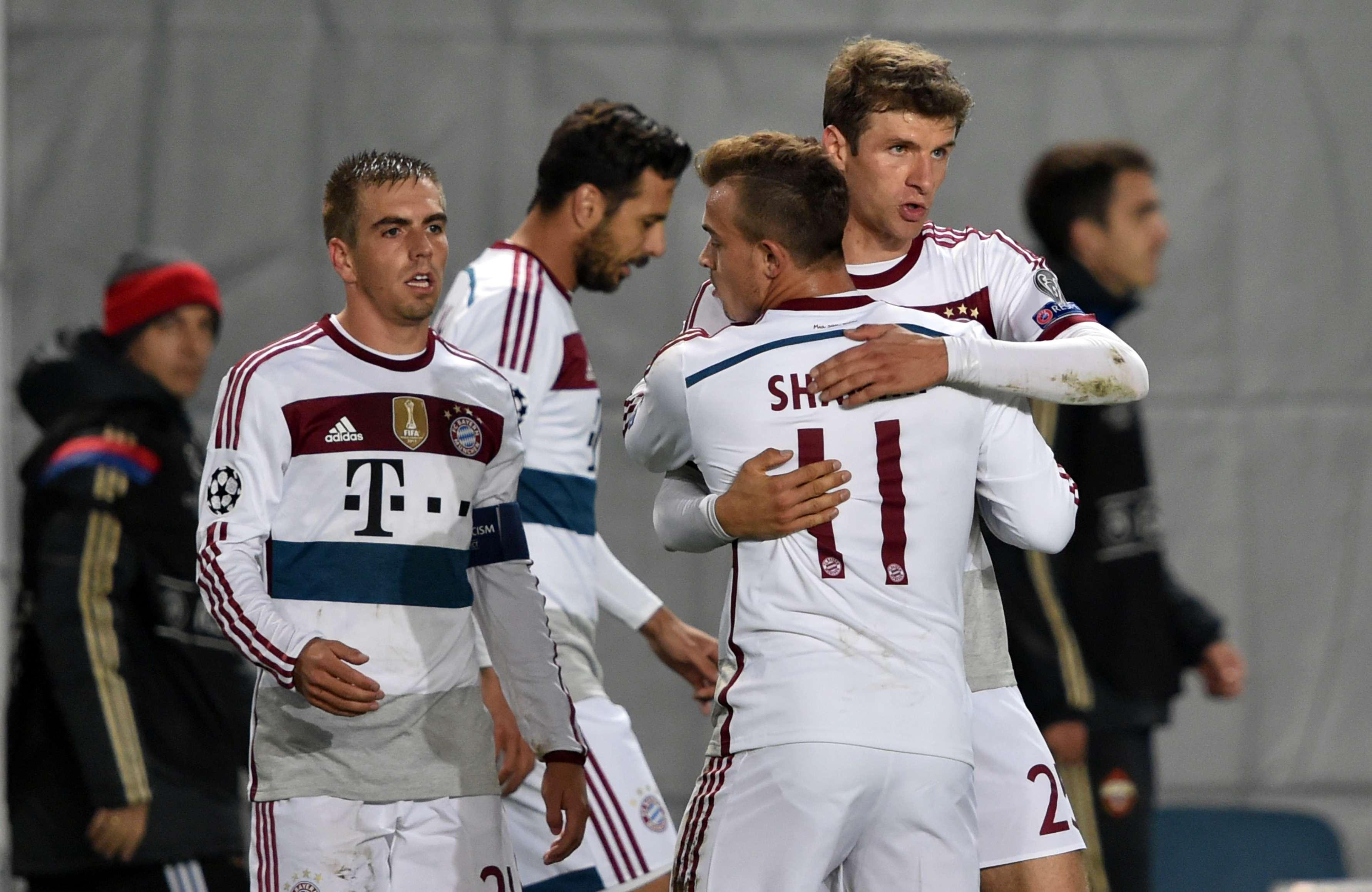 Müller es felicitado por sus compañeros. Foto: AFP