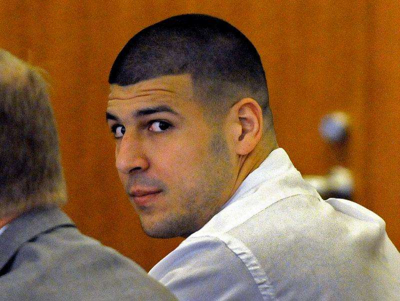 Former NFL player Aaron Hernandez appears for a hearing ahead of his upcoming trial on charges of murdering a semi-professional football player near his home in North Attleborough, Massachusetts in 2013 at Fall River Superior Court in Fall River, Massachusetts, September 30, 2014. Foto: Ted Fitzgerald/Reuters