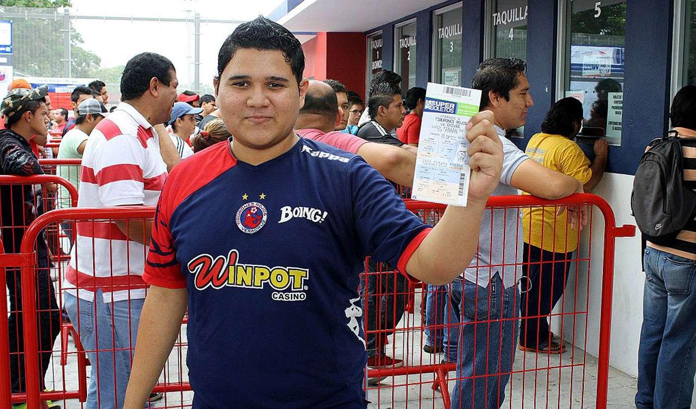 El Veracruz celebra el Día del Aficionado ante Tigres, para irse a jugar a Puebla el resto del torneo de Apertura 2014. Foto: Tiburones Rojos del Veracruz