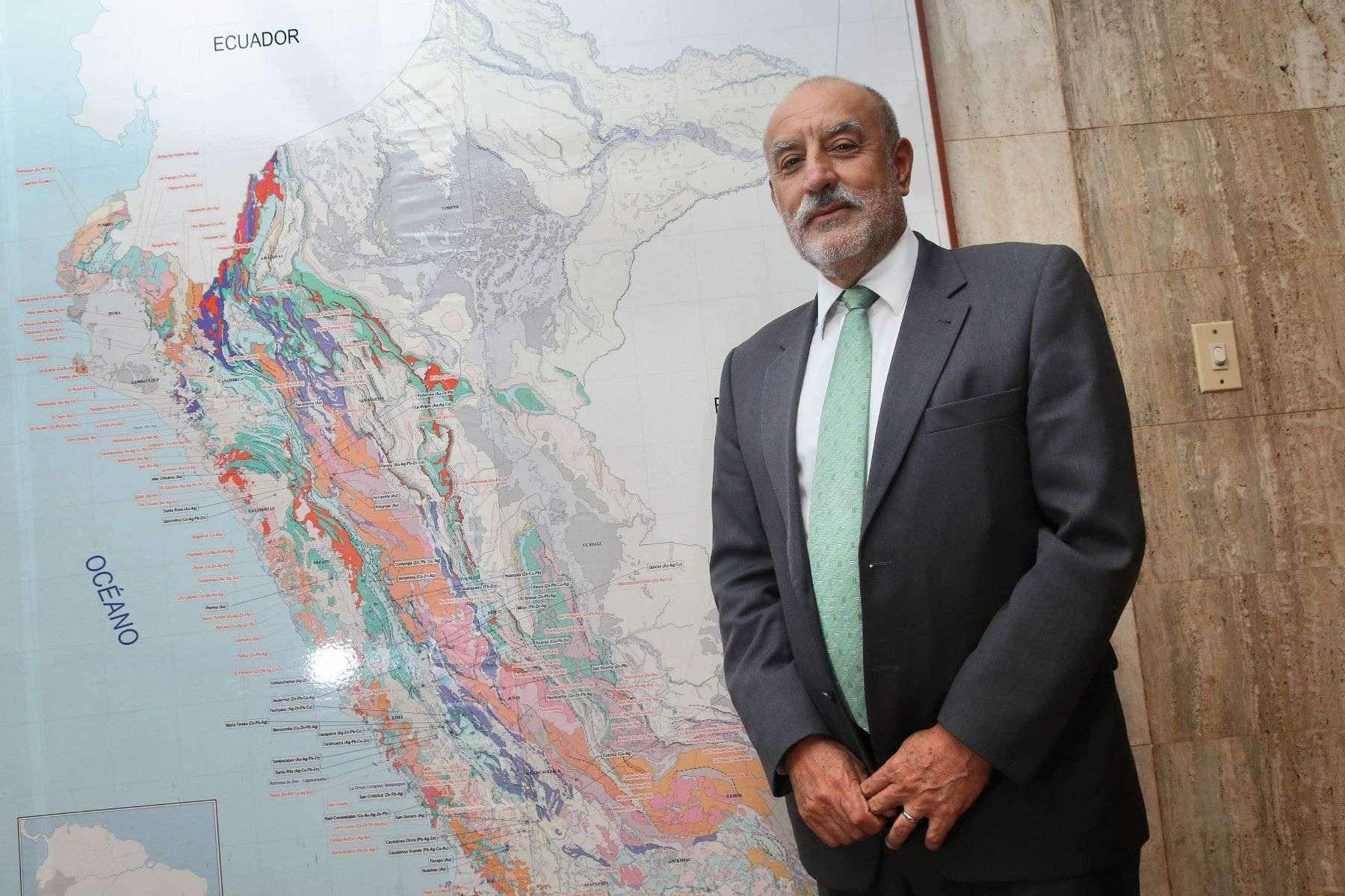 La oposición en el Congreso quiere presentar una denuncia contra el ministro Eleodoro Mayorga Foto: Andina