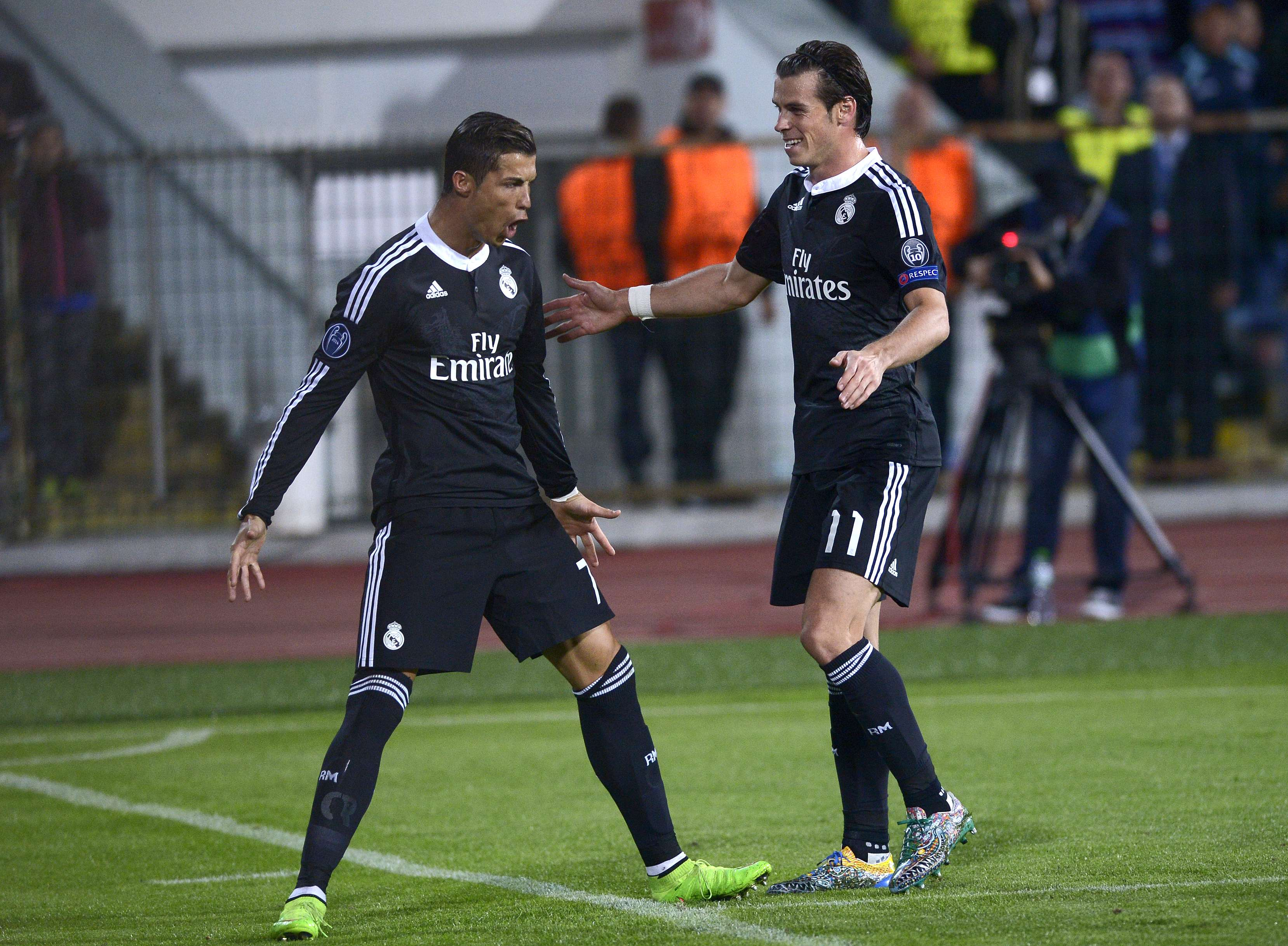 Bale festeja gol de Cristiano Ronaldo Foto: Dimitar Dilkoff/AFP