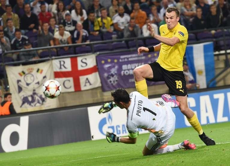 Borussia Dortmund rompió una racha negativa de tres partidos sin ganar en la Bundesliga y con gol de Ciro Immobile y doblete de Adrián Ramos, se impuso 3-0 de visita a Anderlecht, para afianzarse en el liderato del Grupo D de la Champions League. Foto: AFP