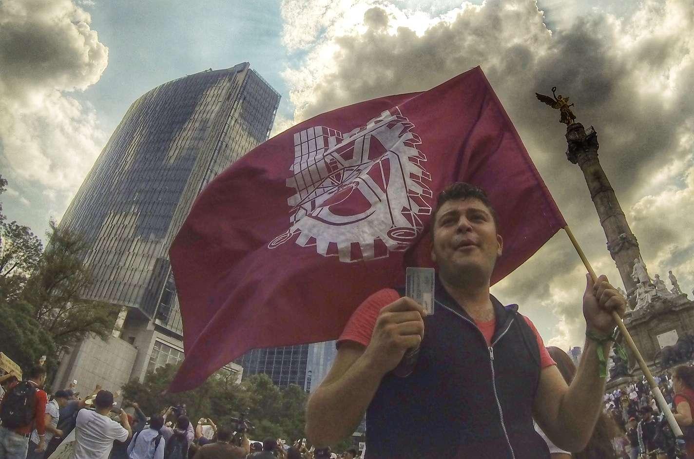Carteles de protesta en marcha de alumnos del IPN a la Segob Foto: Mario Castillo/Terra