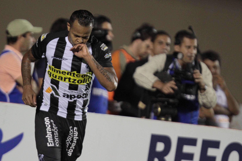 Bill fez o primeiro gol da goleada do Ceará Foto: Carlos Costa/Futura Press