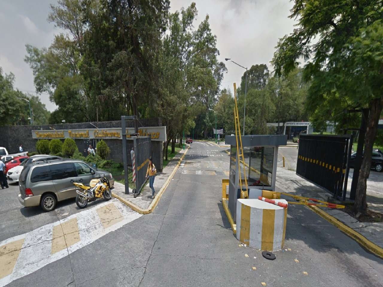 Al menos dos explosiones de bombas molotov y detonaciones de arma de fuego se registraron esta noche en la entrada a CU, sobre Avenida Universidad y el Eje 10 Sur, sin que se reporten heridos. Foto: Google Maps