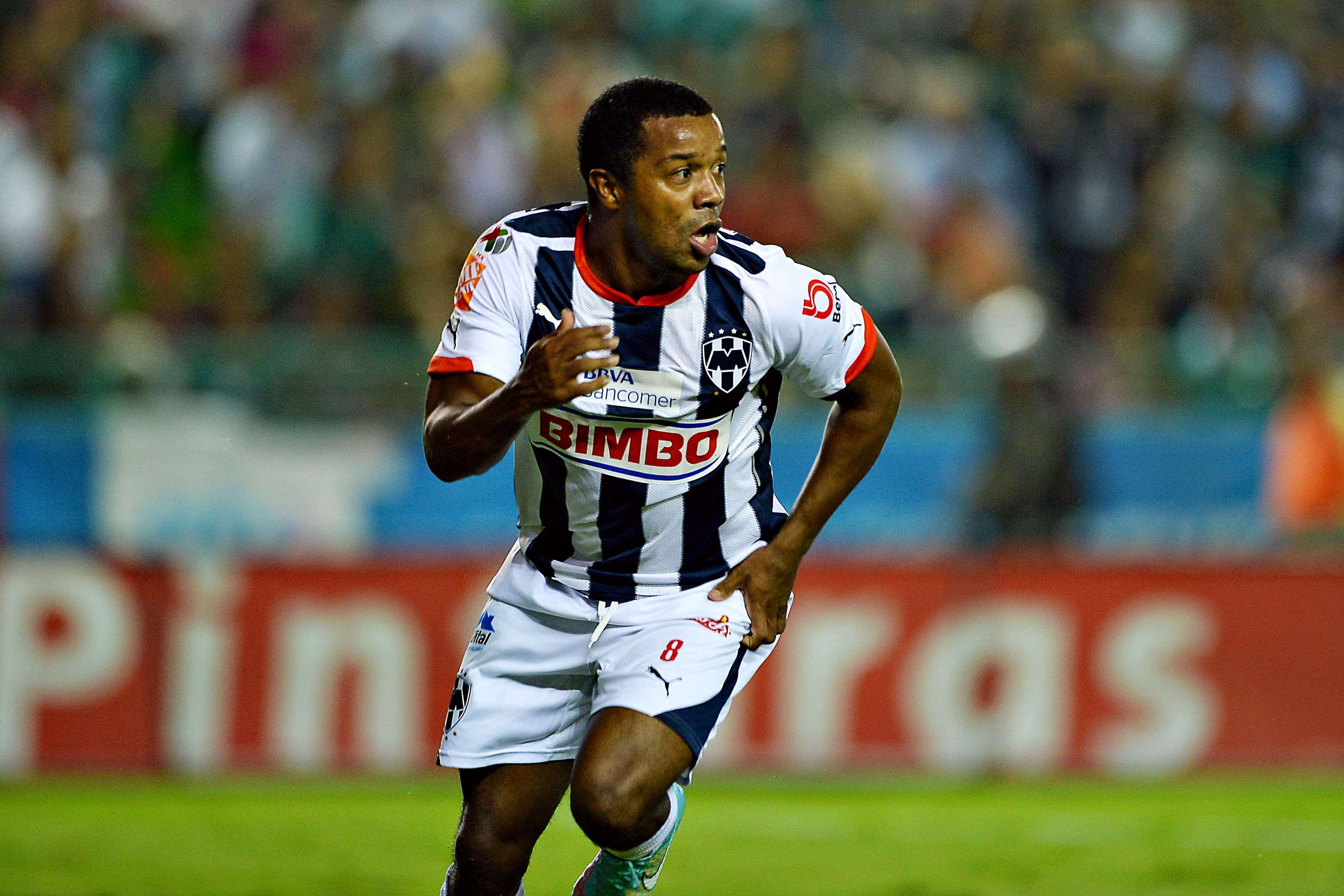 El delantero de Rayados fue provocado tras el par de goles que anotó. Foto: Mexsport